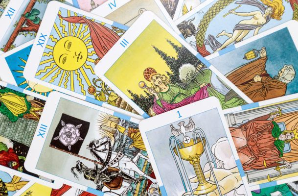 How to pick your tarot card for 2019—and what it means for the year ahead