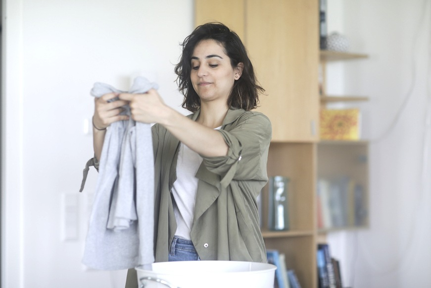 5 ways you should be using vinegar in laundry cycles | Well+Good