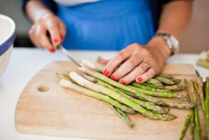 8 foods that make your pee smell other than asparagus | Well+Good