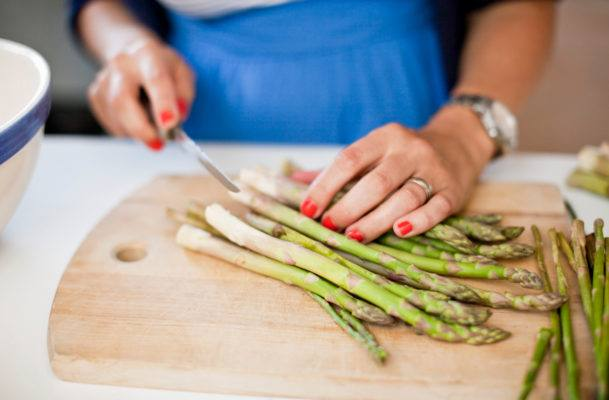 8 foods that make your pee smell other than asparagus