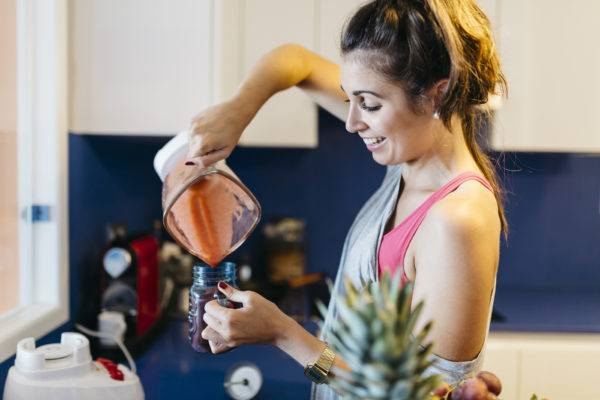 3 smoothie add-ins for happier skin, according to LA's top Chinese herb expert