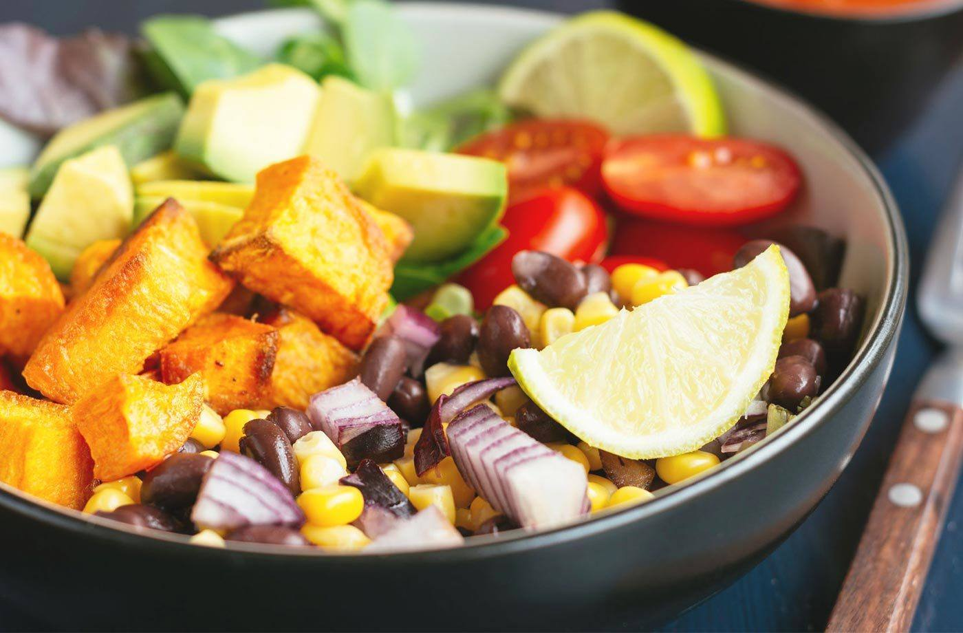 THINK VEGGIES ARE CAUSING YOUR BLOAT? A HOLISTIC HEALTH COACH WEIGHS IN