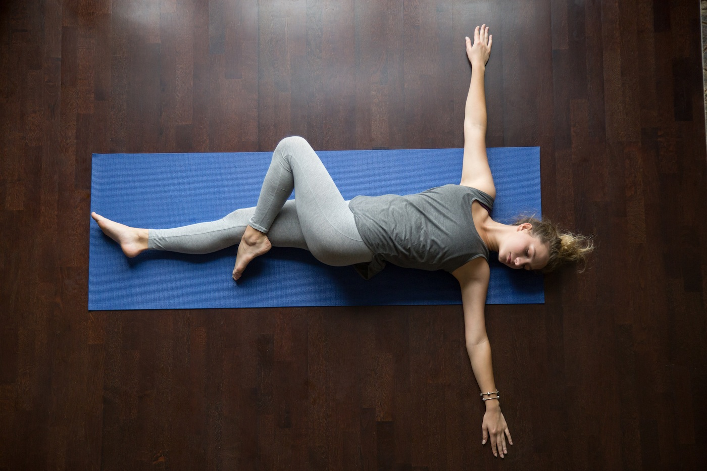 Thumbnail for You Can Literally Do This 5-Move Full-Body Workout While Lying Down