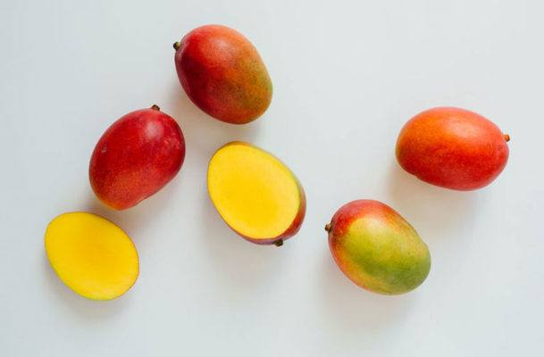 All you need to peel a mango is a glass, a knife, and a dream