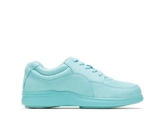 8 pairs of cute walking sneakers for women that feel cloud
