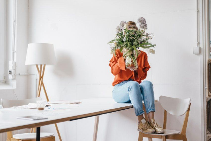 This Is the Genius Trick to Making Fresh Flowers Last Longer That You're Missing