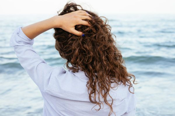 Hairstylists reveal how to get enviable beach waves, no matter your hair texture