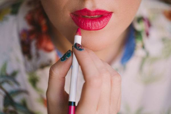 Whether you prefer lip stick or gloss, here's how to instantly plump your pout