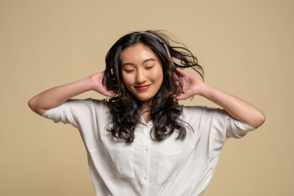 6 essential oils to get rid of pesky dandruff once and for all
