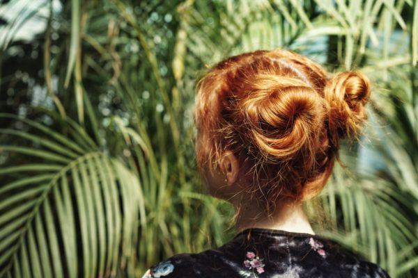 These 5-minute easy updos are saving us from the hot, hot heat of summer