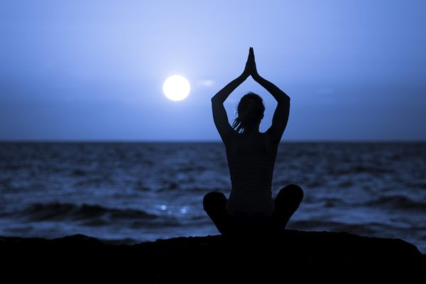 Make your own full moon water in 5 steps to cleanse and empower yourself for the month ahead