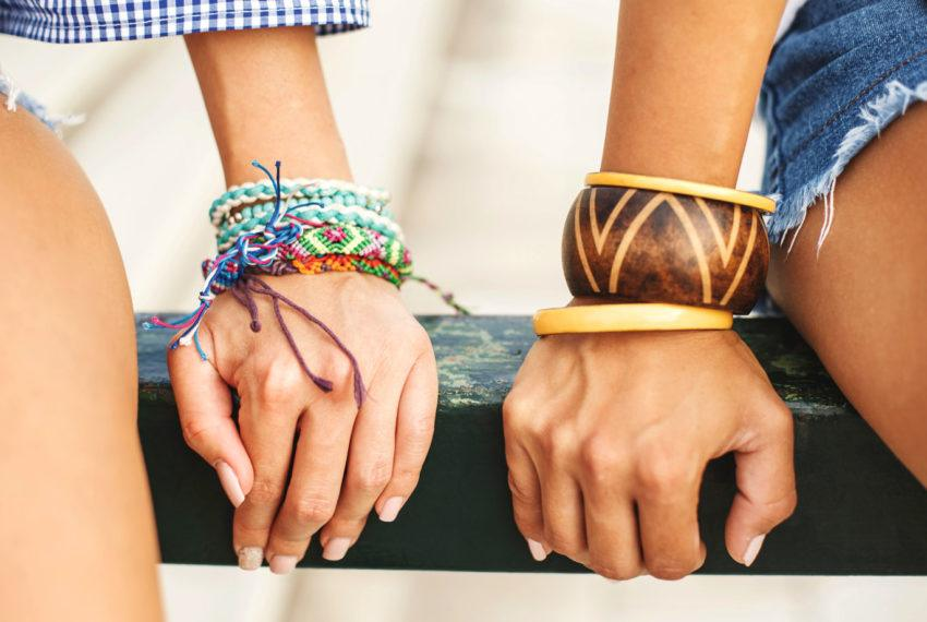 Move over, adult coloring: Friendship bracelet making is the best way to soothe a busy mind
