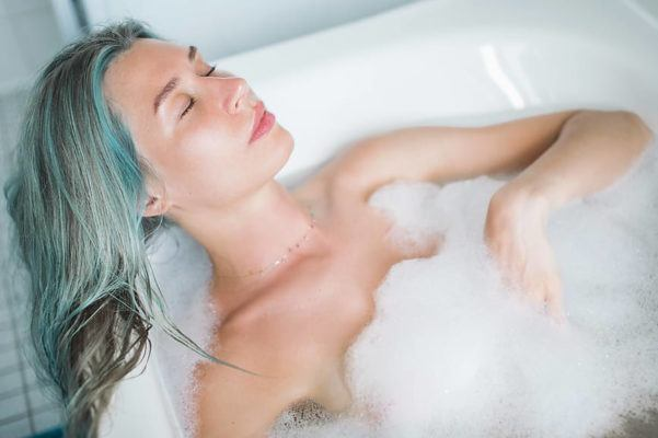 Homemade Bubble Bath Will Give You a Luxurious Soak *Without* a Side of Skin Irritation