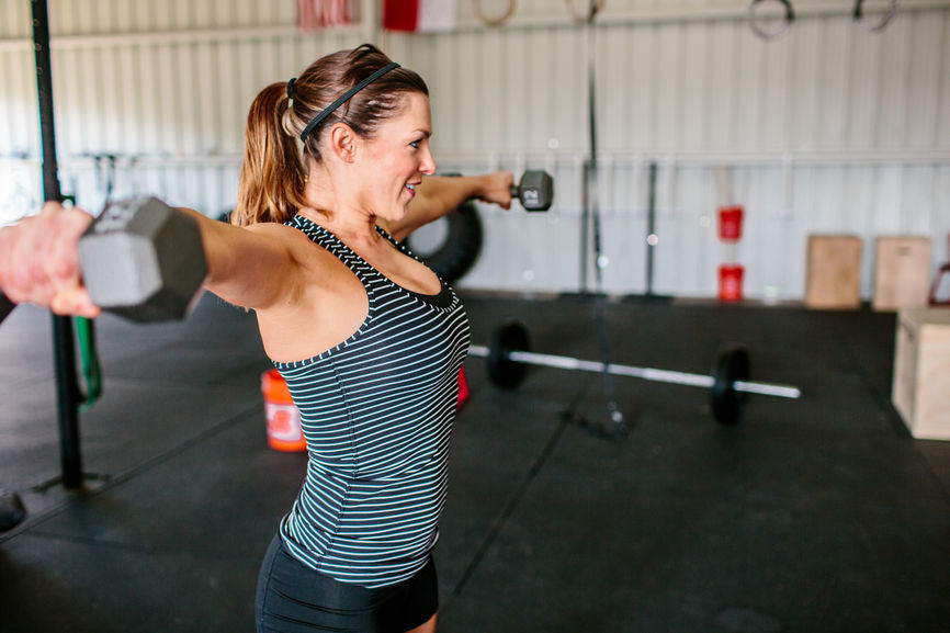 Use this simple AF gym cheat sheet to make yourself Queen Bee of the weight room