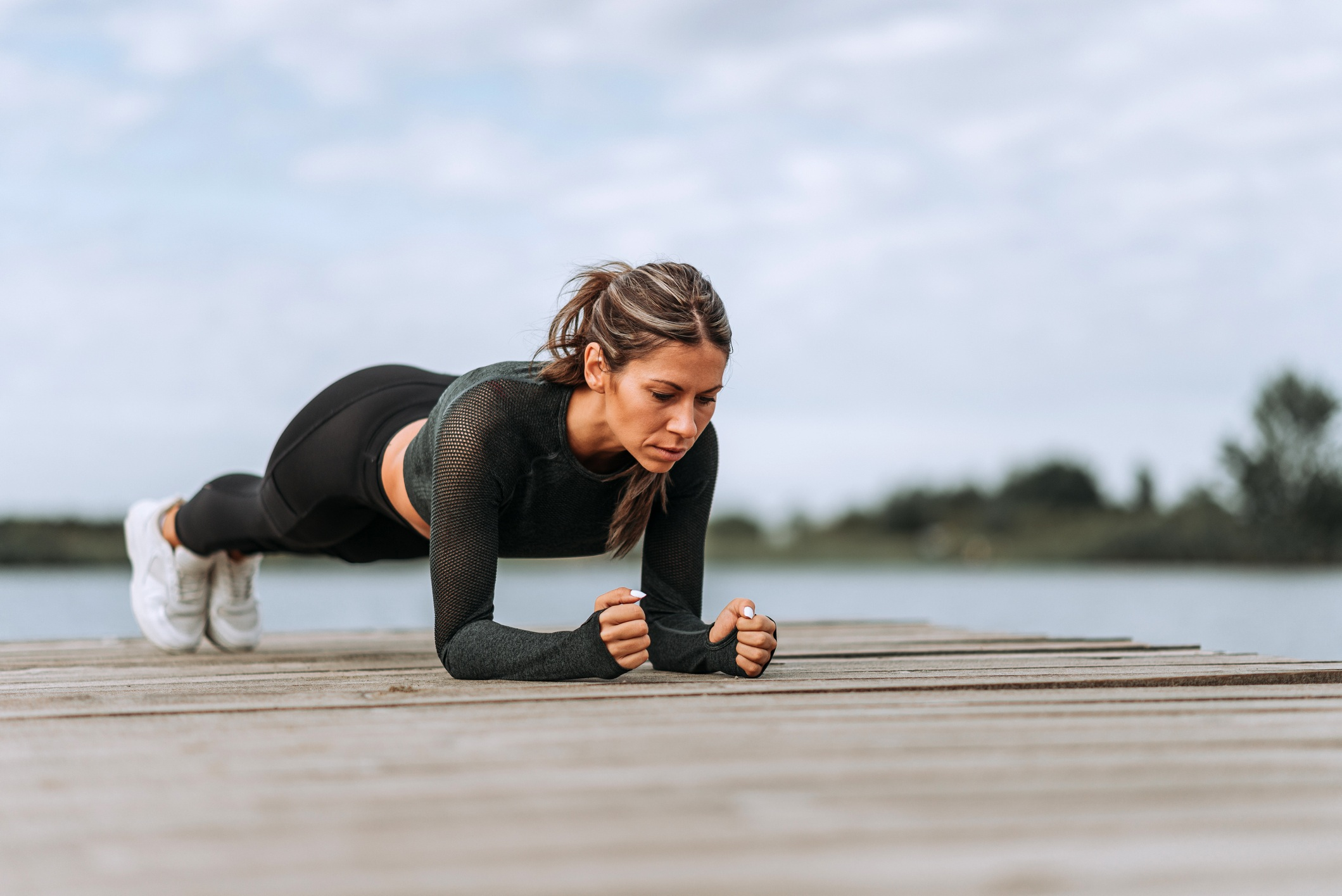 I'm a trainer and this is how to hold the longest plank of your life