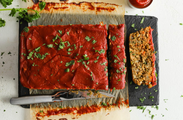 This protein-packed meatless meatloaf is totally delicious—and 100% vegan