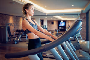5 common mistakes that are ruining your treadmill workout, according to a run coach