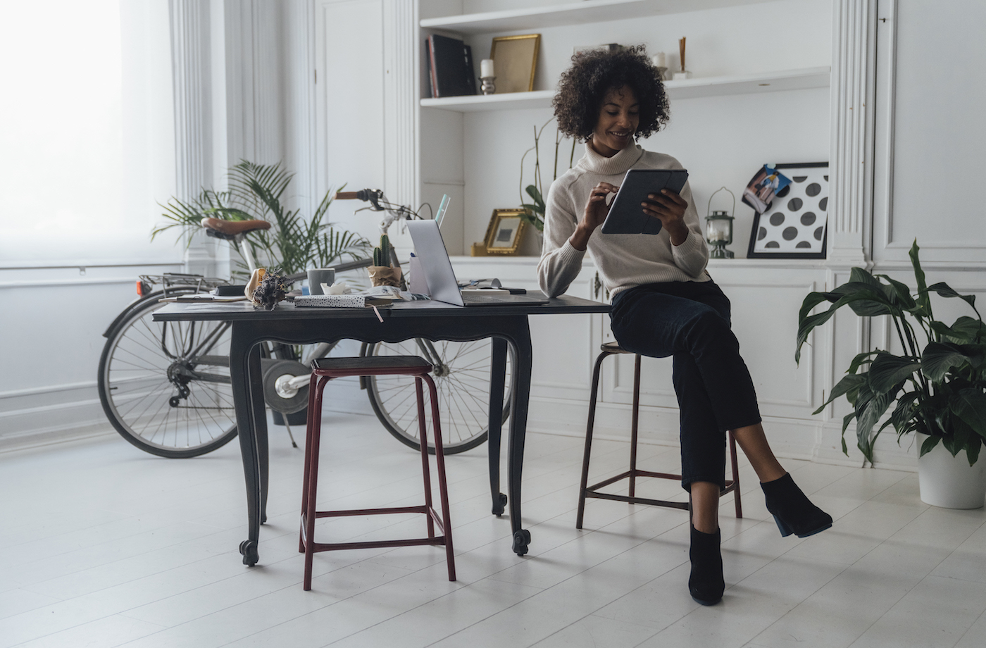 Thumbnail for 8 Home Office Desk Ideas That Will Make Your WFH Space an Inspiring Oasis