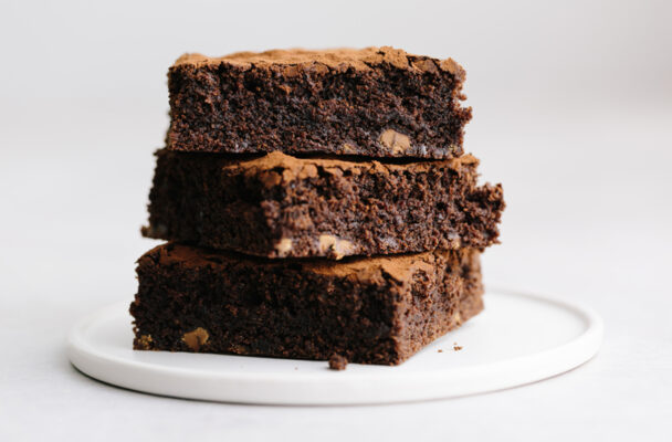 This plant-based black bean brownies recipe makes a deliciously protein-packed dessert