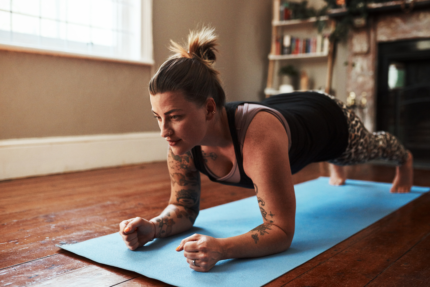 This 10-Minute Abs and Arms Series Stretches, Strengthens, and Stings so Good