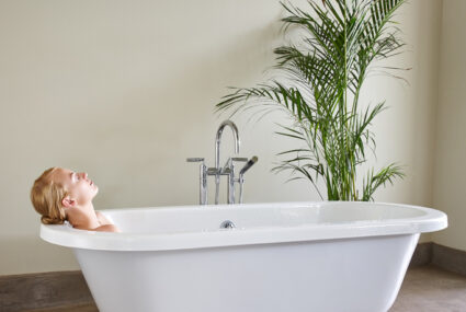 Taking an ice bath may have some pretty great benefits, as it turns out
