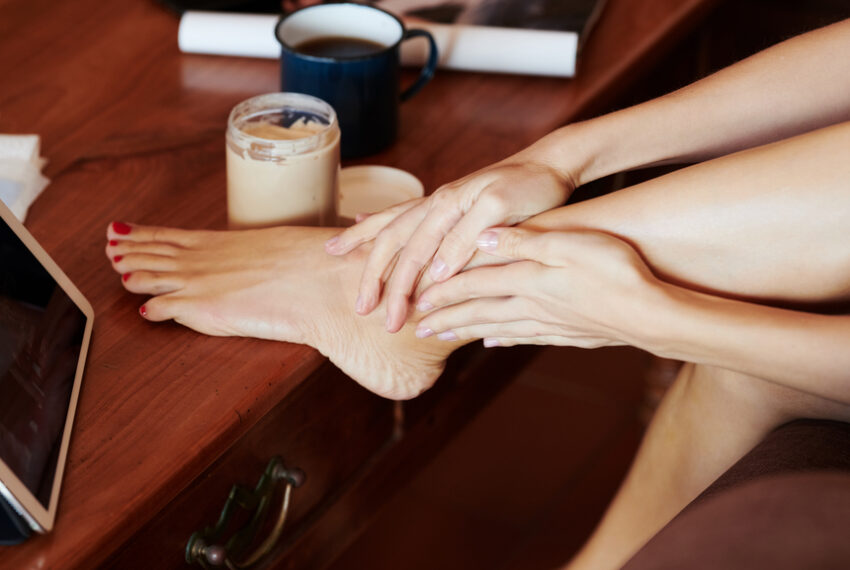 This homemade foot peel is the closest thing you can get to pedicure