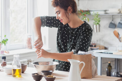 The 6 Best Anti-Inflammatory Foods a Functional Medicine Doctor Always Keeps in His Kitchen