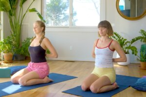 9 neck and shoulder stretches that melt away a month's worth of tension in 8 minutes flat