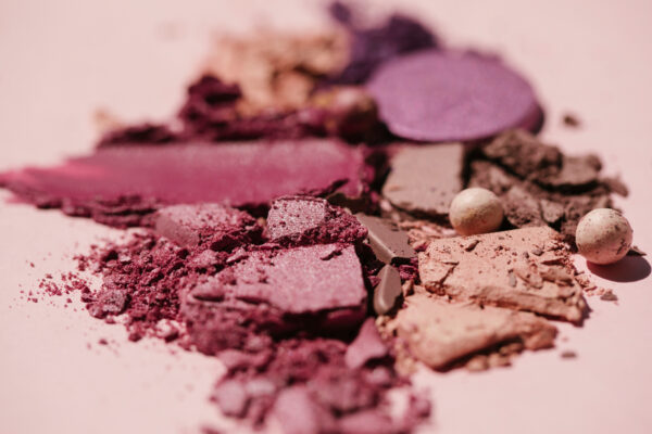 Here's How to Fix Broken Makeup When It Shatters Into a Million Pieces