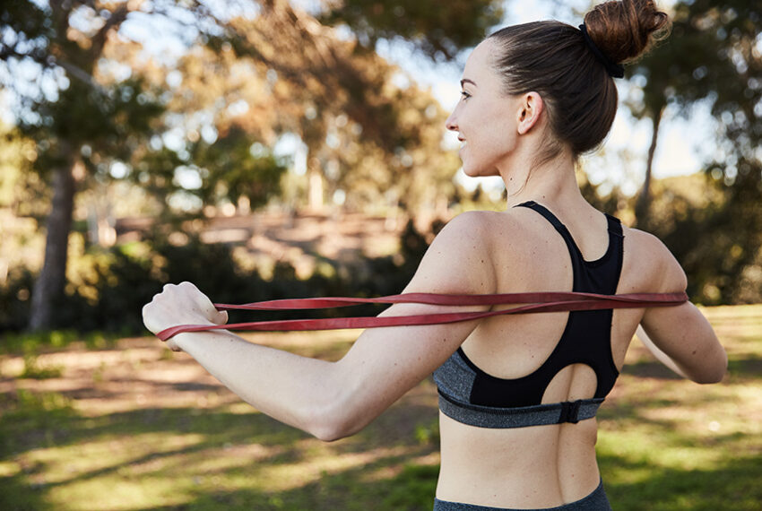 This 25-Minute Workout Tones Your Arms and Abs Without Lifting a Single Dumbbell