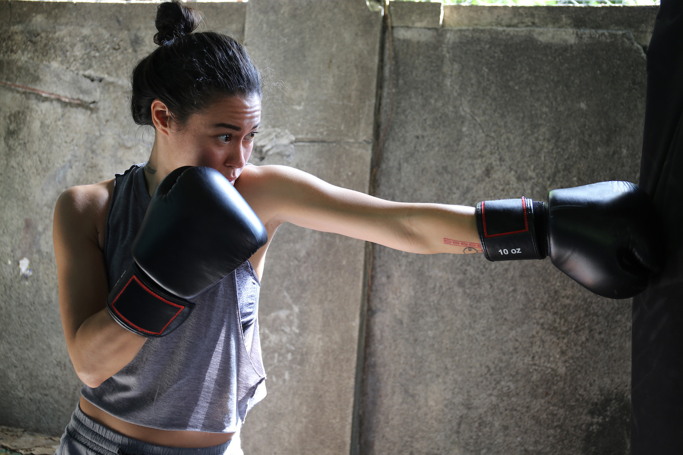 Thumbnail for 3 At-Home Ab Moves a Professional Boxer Uses For a Strong Core