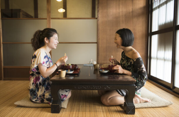This Is How You Should Sit During All Your Meals to Promote Better Digestion