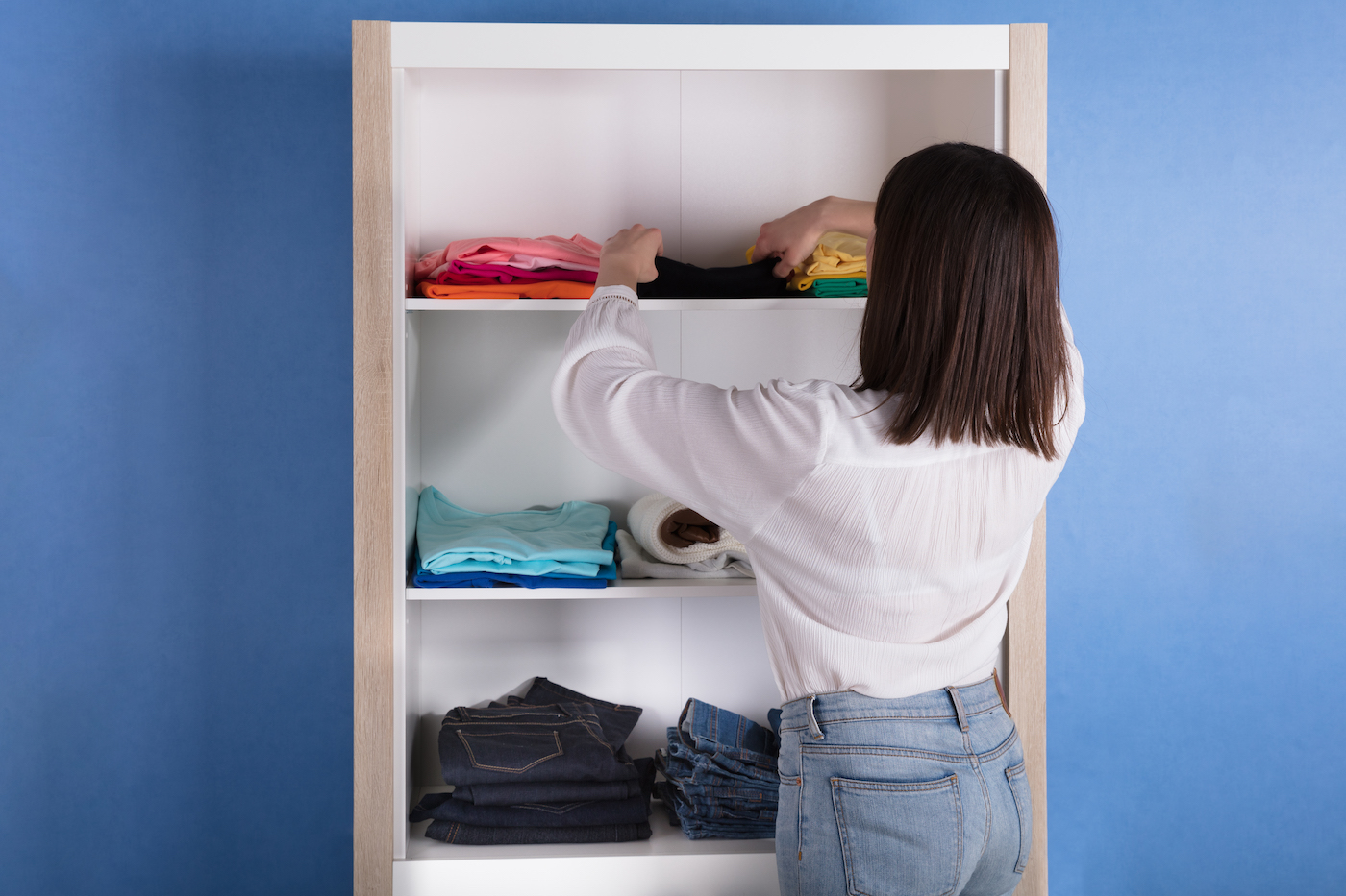 Thumbnail for 5 Closet Cleanout Tips from an Aura Reader