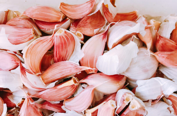 How To Make Delicious Healthy Garlic Chips *and* Fight Food Waste at the Same Time