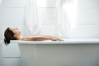 A Functional Medicine Doc Swears By This 'UltraBath' To Wash Away Stress in 20 Minutes