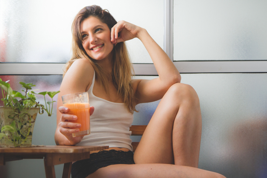Thumbnail for These 5 Carrot Juice Benefits Show Why It's Long Been a Healthy Staple