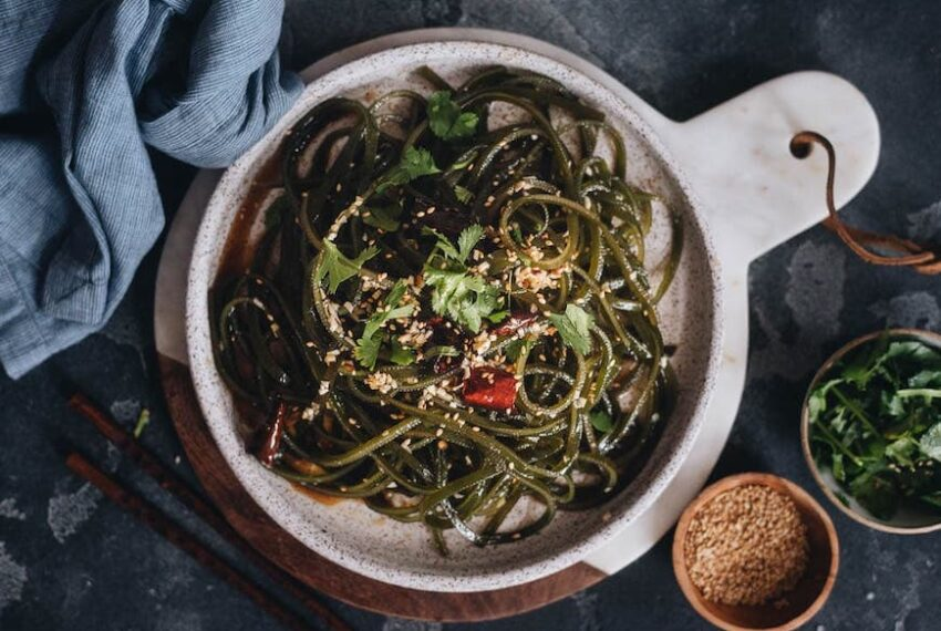 6 Kelp Benefits That Prove Seaweed Is Seriously Underrated in the Western Diet