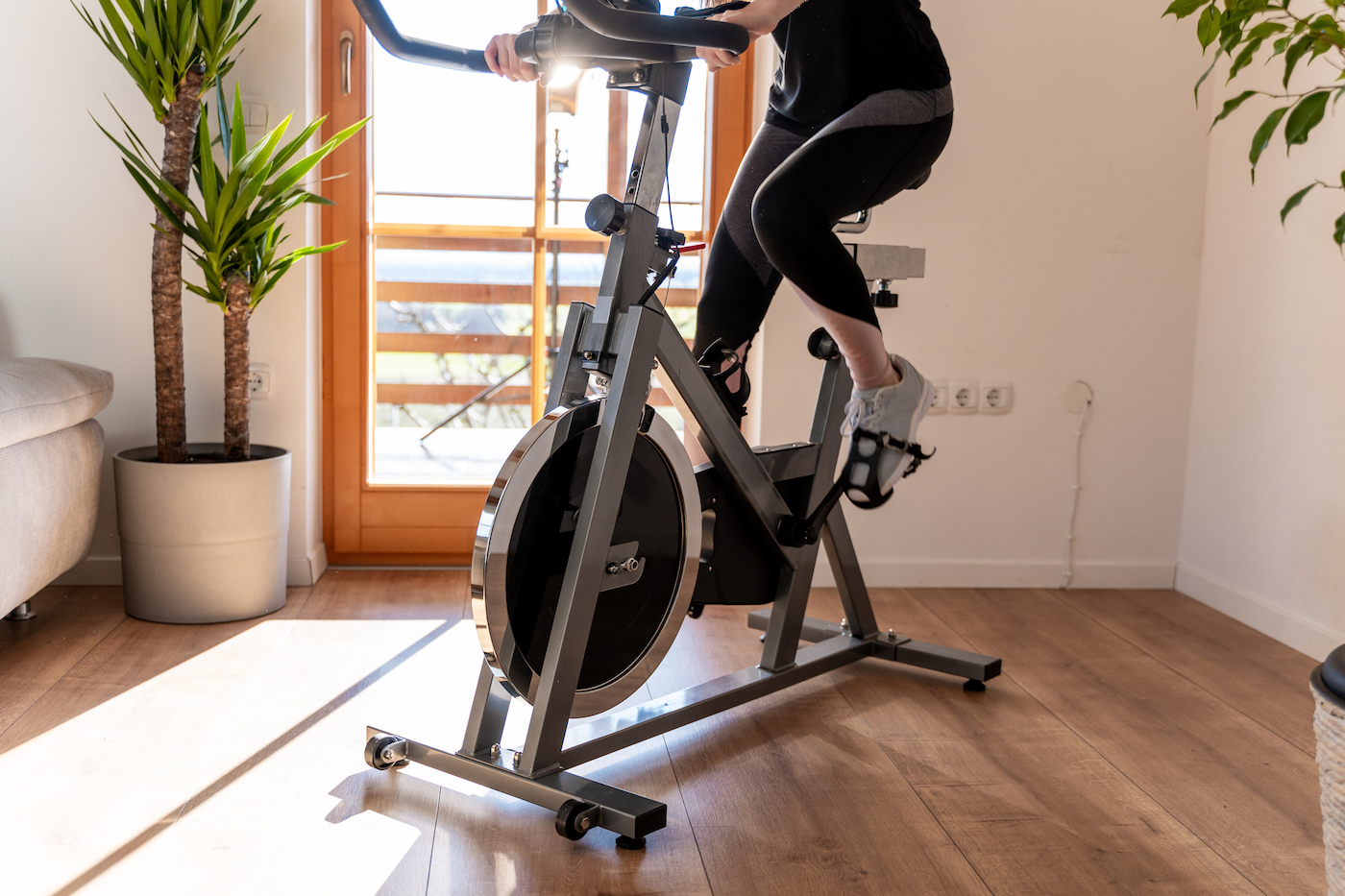 Thumbnail for What Your Spin Instructor Really Means When They Tell You to Push or Pull the Pedals