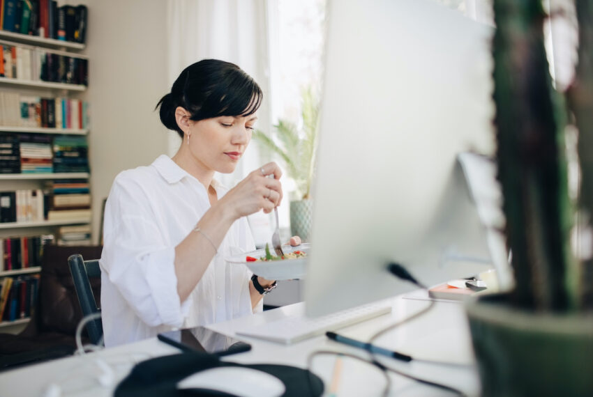 Why a Dietitian Wants You To Step Away From the Computer for Real, Dedicated Lunch Breaks