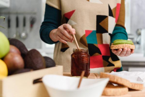 6 Manuka Honey Benefits That Prove It's Worth the Buzz