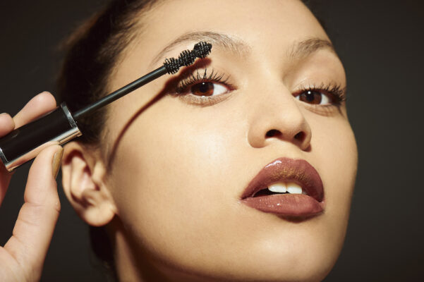 'I'm a Makeup Artist, and These Are the Biggest Mistakes I See People Making With Mascara'