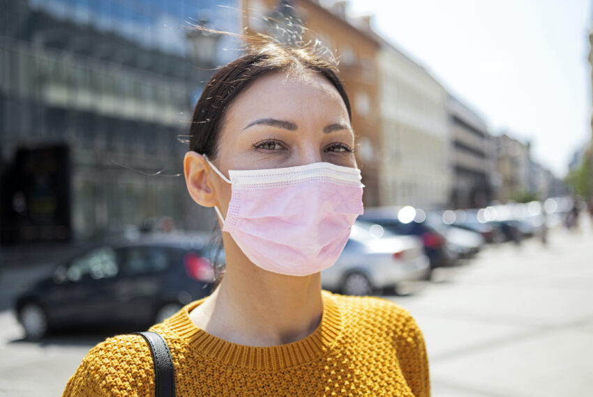 A Dentist Says This 10-Second Trick Will Help You Kick Mask-Induced Bad Breath For Good