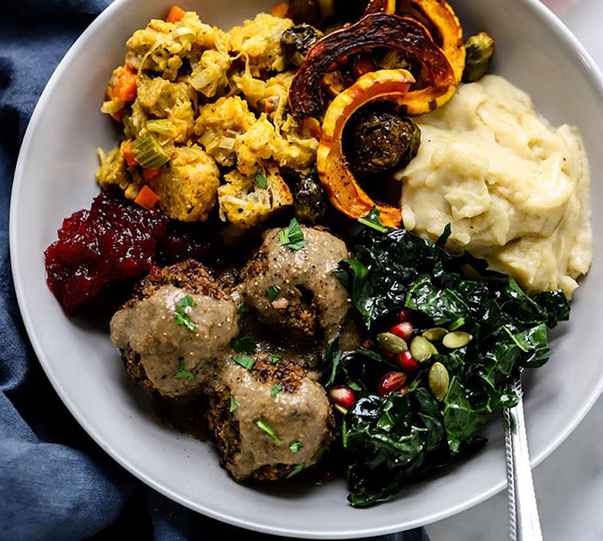 vegan meatballs and gravy