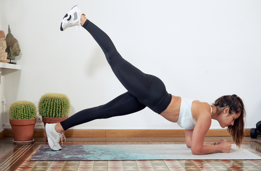 9 Efficient Cardio Planks To Work Your Core *and* Spike Your Heart Rate
