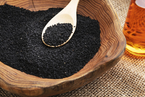 8 Benefits of Black Seed Oil That Make It a Super Supplement