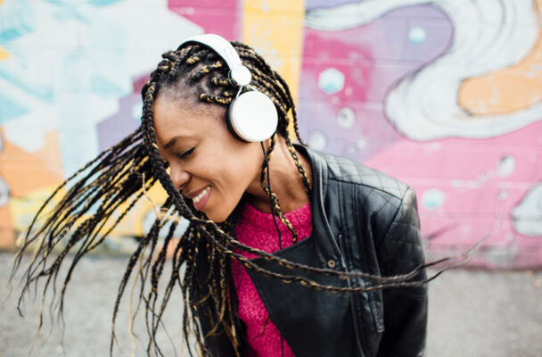 4 Signs Your Headphones Are Too Loud, According to an Audiologist
