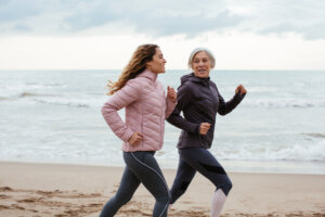 This 'Hip Hike' Exercise From Harvard Heath Offers Protection Ahead of Your Next Run or Walk