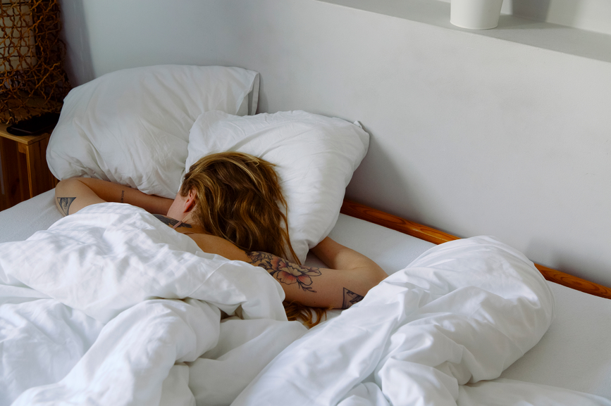 Thumbnail for The 'First Night Effect' Is Why You Sleep Like Crap the First Night You're In a New Bed—Here's How To Prep