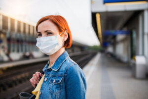 4 Steps To Use Exposure Therapy To Ease Yourself Into Post-Pandemic Life