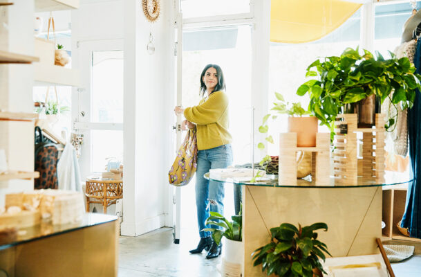 5 Tips From a Financial Expert for Engaging in Healthy Retail Therapy
